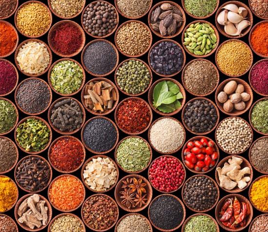 tekstura,tło z kolorowymi przyprawami i ziołami