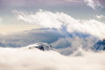 Cime delle Dolomiti tra le nuvole