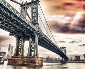 Dusk colors of the sky over magnificent Manhattan Bridge
