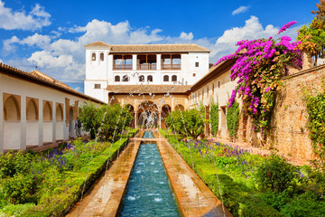 Alhambra de Granada. Generalife's fountain and gardens