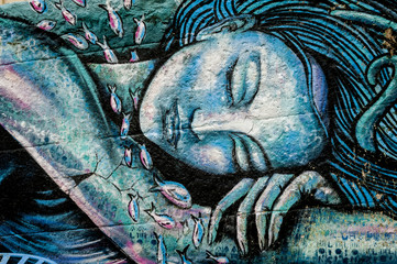 Graffiti femme endormie