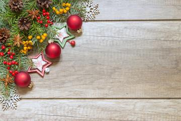 Świąteczna dekoracja na drewnianych deskach
