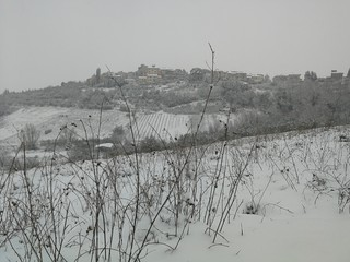 Neve sul paese in Toscana
