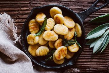 Frisch zubereitete Gnocchi mit Salbei Butter
