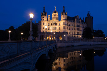 Schloss Schwerin in Germany by night