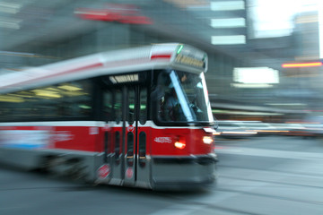 jadący tramwaj