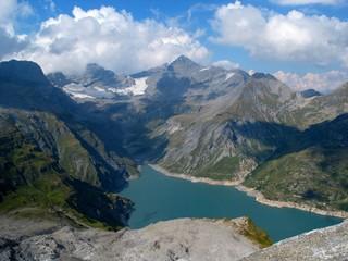lac d'emosson dans les alpes