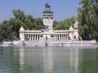 monument in retiro park, madrid
