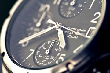 montre chronographe de luxe en gros plan heure
