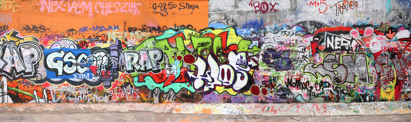 wall with graffity