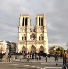 Notre-Dame Cathedral ni Paris