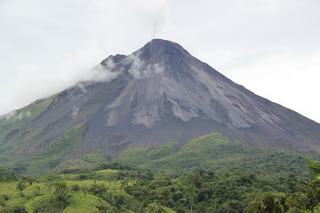 arenal-volcano-rainforest-central america