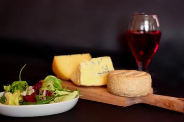 Deska serów i wino