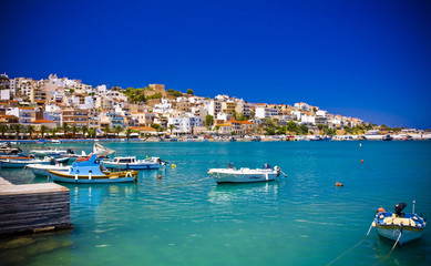 promenada w śródziemnomorskim miasteczku Sitia Grecja Kreta