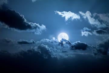 noc pełni księżyca