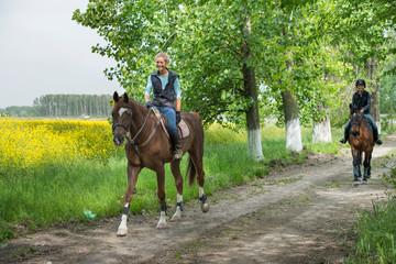 Dziewczyny na koniu