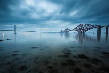 Dalej mosty w Edynburgu w Szkocji