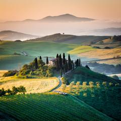 Poranek w Toskanii, krajobraz i wzgórza