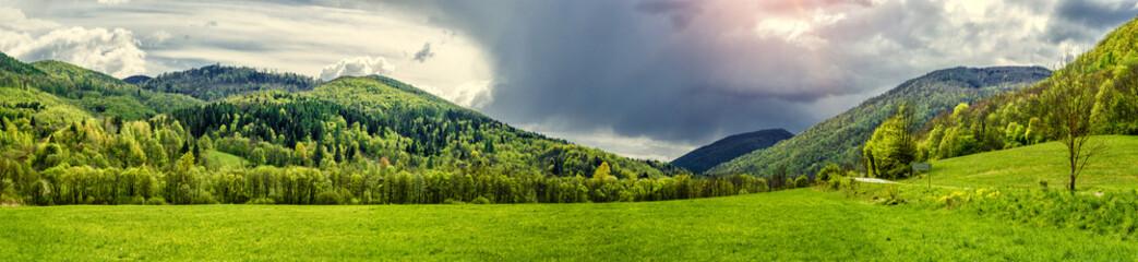 Panoramiczny widok gór na wiosnę. Słowacja