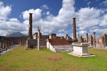 słynne antyczne ruiny w Pompejach we Włoszech