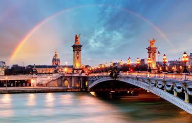 Tęcza nad mostem Alexandre III, Paryż, Francja