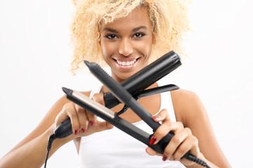 Układanie fryzury, prostownica czy lokówka