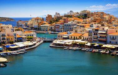 Ażio Nikolaos i Voulismeni jezioro w Crete wyspie, Grecja.