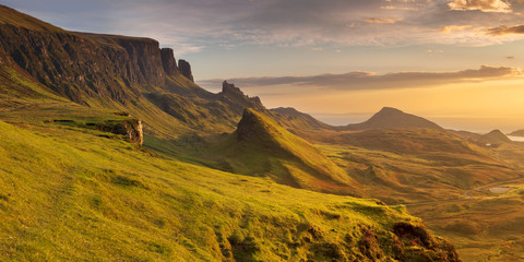 Wschód słońca przy Quiraing, wyspa Skye, Szkocja