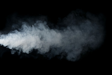Dym odizolowywający na czarnym tle