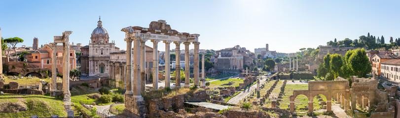 Forum Romanum widok ze wzgórza Kapitolińskiego we Włoszech, Rzym. Pano