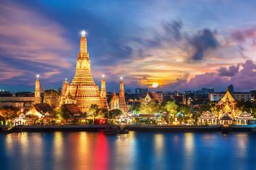Wat Arun wgląd nocy Świątynia w Bangkoku w Tajlandii ..
