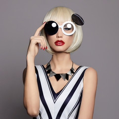fashion beauty girl in glasses