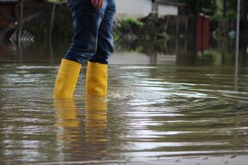 Buty w powodzi