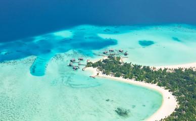 Widok z lotu ptaka na Malediwy wyspie, atol Raa