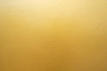 Złocista betonowa ściana na tło teksturze.