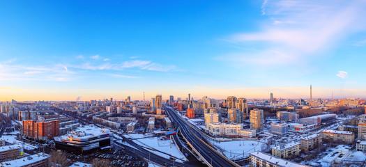panorama miasta przed zachodem słońca niebo metropolia