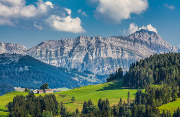 Idylliczny krajobraz w Alpach, Appenzellerland, Szwajcaria