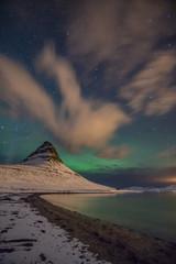Nachthimmel in Island mit Nordlichtern