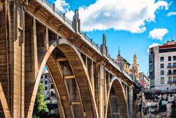 Most San Jordi w mieście Alcoy. Hiszpania