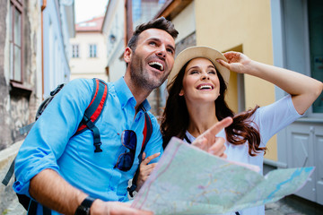 Young happy couple on a sightseeing tour in Europe