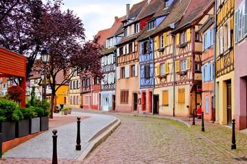 Urocze kolorowe domy Alzackie miasto Colmar, Francja