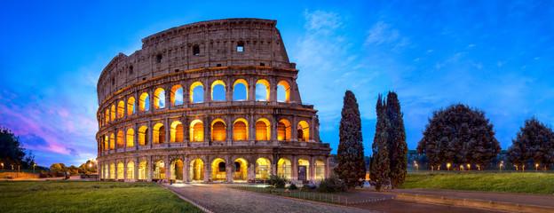 Rzym koloseum Panorama w nocy