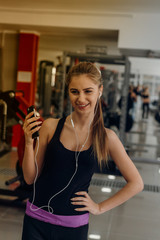Blond listening to music at the gym