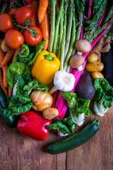 Gemüsemix auf Holz