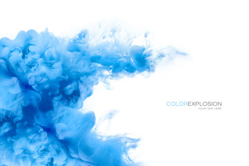 Niebieski atrament akrylowy w wodzie. Wybuch koloru. Farba Tekstury