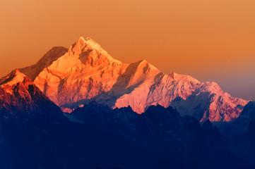 Wschód słońca na górze Kanchenjugha, at Dawn, Sikkim