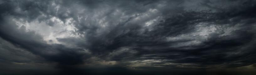 Raincloud panorama tło. Dramatyczne niebo w tle