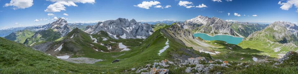 Sommer Bergpanorama aus den Alpen