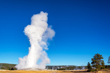 Erupcja gejzerów Old Faithful