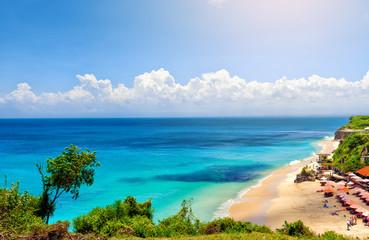 Seascape Bali z turkusowym oceanem i białym piaskiem